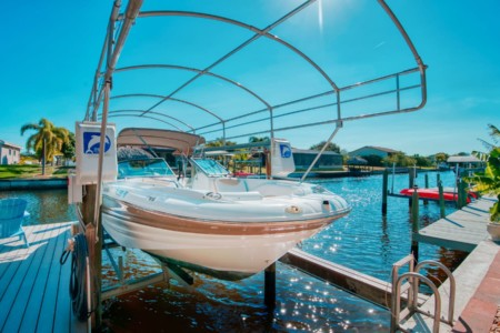 Boat Rental Cape Coral SOUTHWIND 2400 SD 200HP