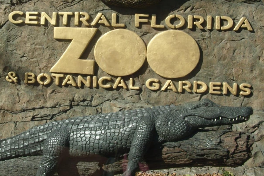 Entrance sign with alligator from Central Florida Zoo and Botanical Gardens in Florida