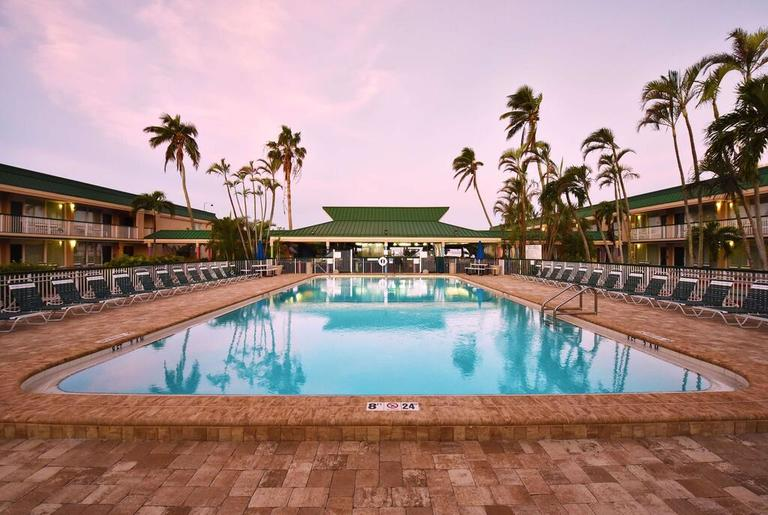 Pool of the Wyndham Garden in Fort Myers Beach