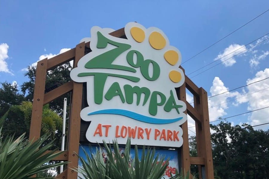 entrance sign of the Tampa Zoo at Lowry Park in Florida